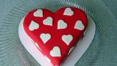 Şeker Hamurlu Aşk Pastası Tarifi – Pasta Tarifleri