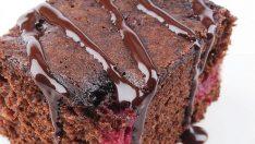 Fındıklı Çikolata Soslu Vişneli Kek Tarifi – Kek Tarifleri