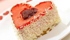 Kalpli Çilekli Pasta Tarifi – Pasta Tarifleri
