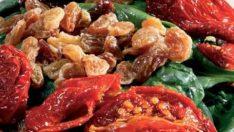 Kuru Domatesli Ispanak Salatası Tarifi – Salata Tarifleri