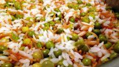Bezelyeli Havuçlu Pirinç Pilavi, Domates Soslu Köfte ve Havuç Salatası Tarifi – Bugün Ne Pişirsem?
