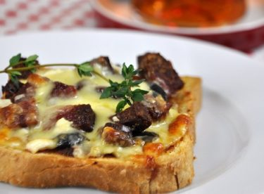 Kahvaltılık Minik Pizza Tarifi