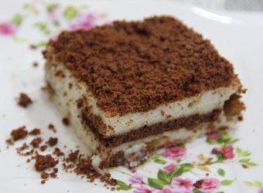 Yalancı Tavuk Göğsü ile Bisküvili Pasta Tarifi