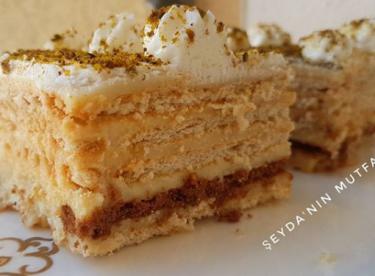 Damla sakızlı bisküvili pasta tarifi