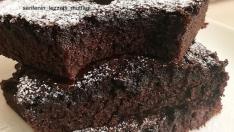 Toz Çikolata Sosuyla Brownie  Kek